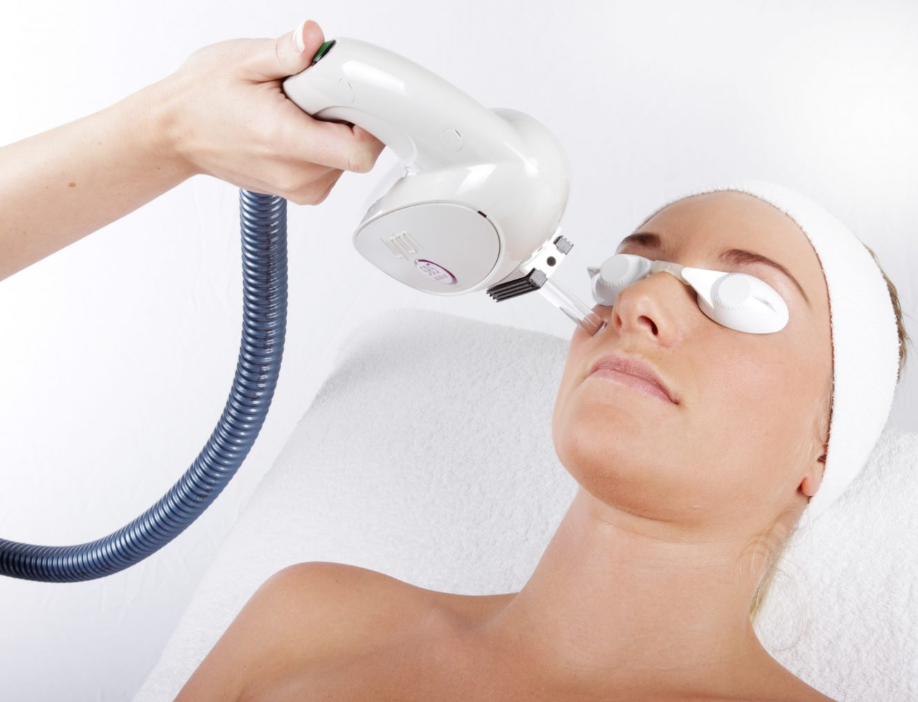 585 IPL Handpiece Treating Womans Face